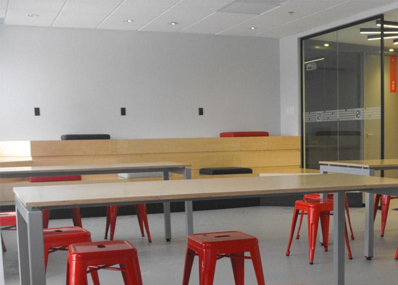 Espace étudiant avec salles d'étude indépendantes